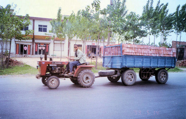 Tractor Pulling Trailer : Chinese tractor pulling trailer of bricks
