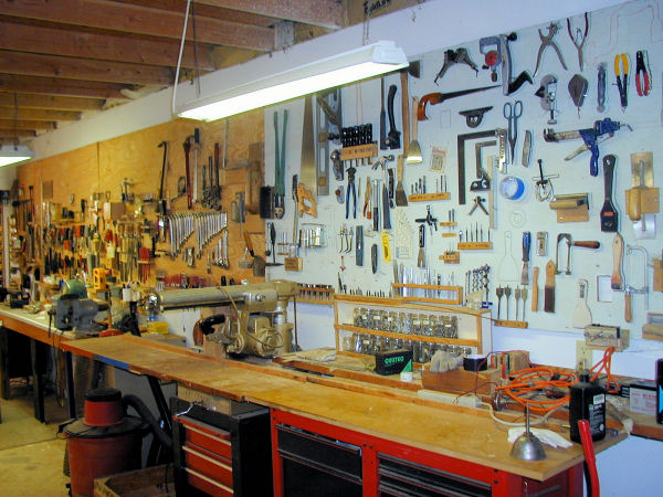 Фото полок для инструмента в гараже своими руками